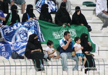 عاجل ..  . رسمياً:  السماح بدخول العوائل للملاعب في السعودية لحضور المباريات الرياضية .  .
