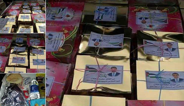 وجبات محمد دحلان في سيناء تثير التساؤلات بين المصريين مجموعات من أنصاره وزعت معلّبات غذائية على العالقين عند الحواجز .