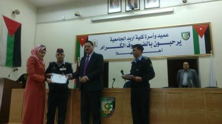 تخريج دورة أصدقاء الشرطة في كلية إربد الجامعية