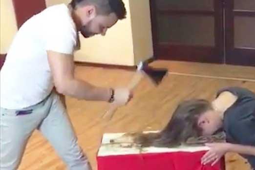 فيديو يثير الدهشة… حلاق يستبدل المقص بالفأس لتزيين الشعر!