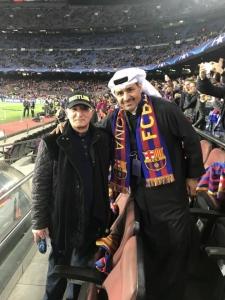 شاهد بالصورة …رئيس الوزراء السابق نادر الذهبي يحضر مباراة برشلونة وتشيلسي