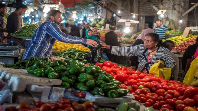 نتائج عكسية للأردن…تراجع الإيرادات الحكومية رغم رفع الأسعار والضرائب