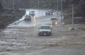 زخات امطار وتحذير من تشكل السيول في المناطق المنخفضة