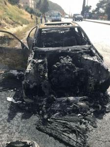 بالصور….نجاة عائلة باكملها من حادث حريق مركبتهم جنوب العاصمة عمان