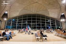 مختل عقليا يحدث جلبة في مطار الملكة علياء  .. التفاصيل