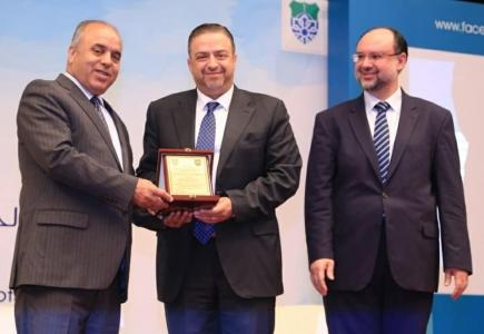 تكريم البنك العربي الاسلامي الدولي في اليوم العلمي لكلية الشريعة بالجامعة الأردنية