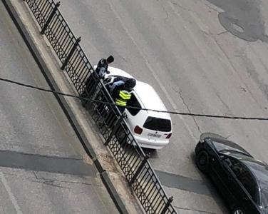 بالصور..نشامى الامن العام ينقذون امرأة فاقدة الوعي في شارع الملكة رانيا