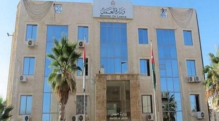 """وزارة العمل تعلن عن توفر """" 150 """" فرص عمل للإناث"""