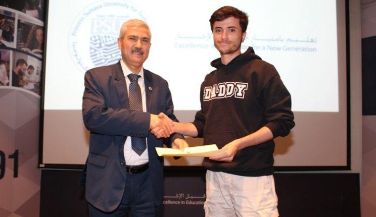 رئيس جامعة الأميرة سمية للتكنولوجيا يُكرم طلبة الجامعة الذين يجمعون بين العمل والدراسة