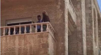 السيطرة على خادمة حاولت الانتحار بعد تهديد مخدوميها بسكين – فيديو