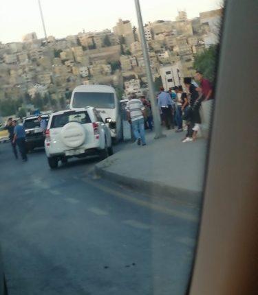 تدهور حافلة في وادي عبدون بعمان واصابة 12شخصاً  بالصور…