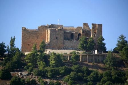 اصابة سائحة اجنبية جراء سقوطها بأحد مرافق قلعة عجلون