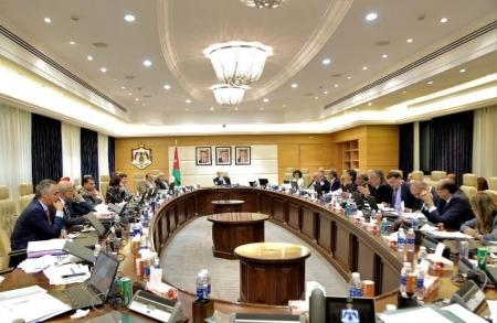 الحكومة تعلن استقالة جميع الوزراء من عضويّة الشركات