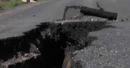 انهيار شارع خلال اعمال انشاءات يجريها نائب في منطقة الدوار السابع