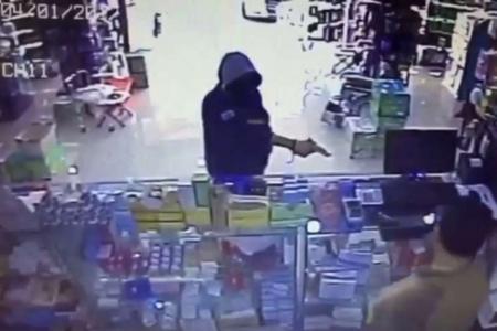 القبض على منفذ عملية سطو مسلح اقتحم صيدلية في الزرقاء