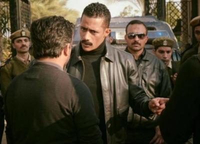 ضابط مهاجما محمد رمضان: أنت أسوأ من أدى دور الشرطي في التاريخ