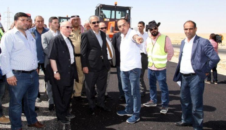 الوزيران المبيضين والكسبي يتفقدان مشروع الطريق الصحراوي