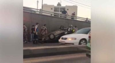 بالفيديو … انقلاب مركبة داخل نفق الدوار السادس في عمان
