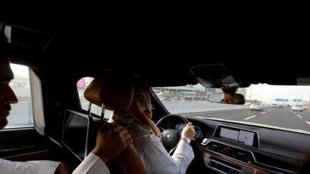 بعد 50 دقيقة فقط من نفاذ القرار.. أول حادث مرور بطلته وضحيته سائقة سعودية