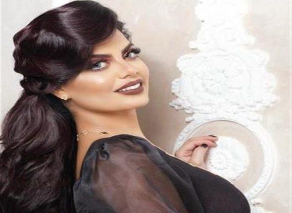 بالفيديو ..مذيعة إماراتية تطلب الزواج من فنان علي الهواء