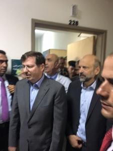 الرزاز ووزير الصحة يتفقدان المصابين بحادث انهيار العمارة بالزرقاء