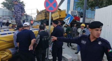 بالصور…أربعة اصابات بسقوط رافعة من مشروع العبدلي قرب سور مجلس النواب