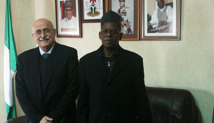 سفيرجمهورية نيجيريا الاتحادية يستقبل  رئيس الجامعة الاميركية في مادبا