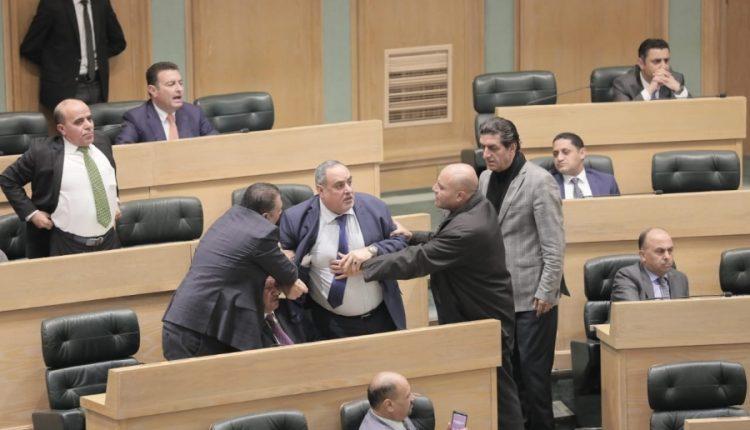 """مشادات بين النواب على خلفية """"المحاصصة"""" التي تنتهجها الحكومة"""