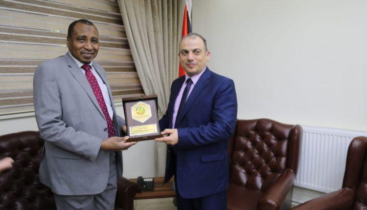 البروفيسور إبراهيم آدم الدخيري في زيارة إلى الأردن
