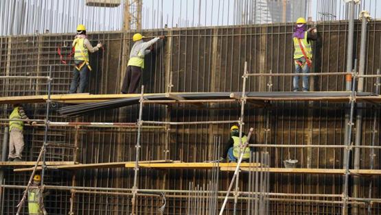 إحلال العمالة المحلية محل العمالة الوافدة …. بين النظريه والتطبيق