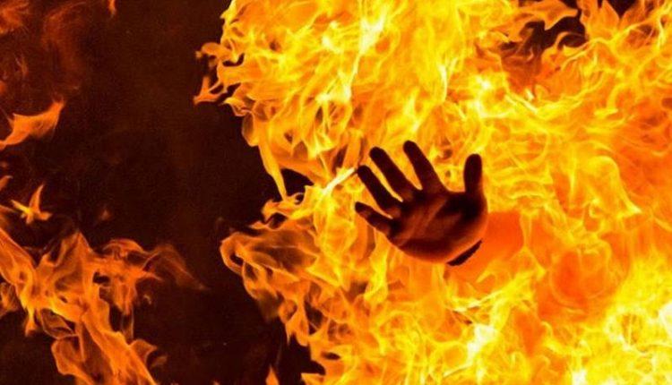 شخص يضرم النار بنفسه لعجزه عن دفع الأقساط المدرسية لابنته