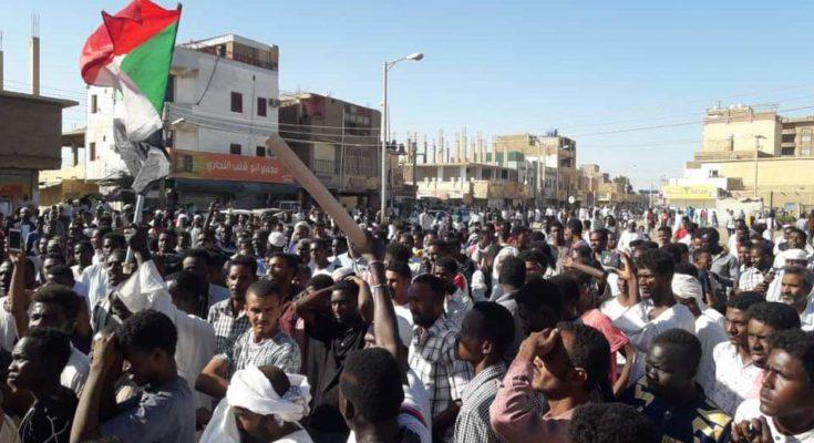 """السودان .. إغلاق مطار الخرطوم واجتماع لقيادة الجيش  .. """"تفاصيل"""""""