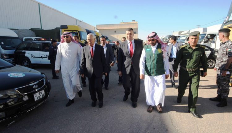 150 طناً من التمور يسلمها مركز الملك سلمان للإغاثة إلى الأردن