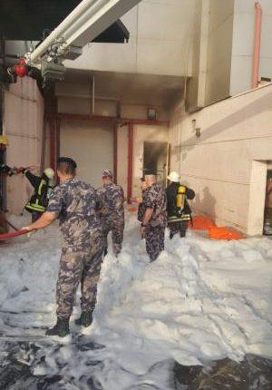 عمان : إصابة (4) أشخاص بحريق شب في مستودع أدوية بمنطقة البيادر.صور