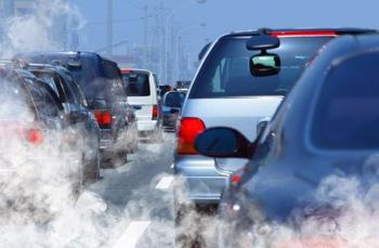 بسبب تلوث الهواء .. القرب من الطرق المزدحمة يعرض النساء لانقطاع الطمث المبكر
