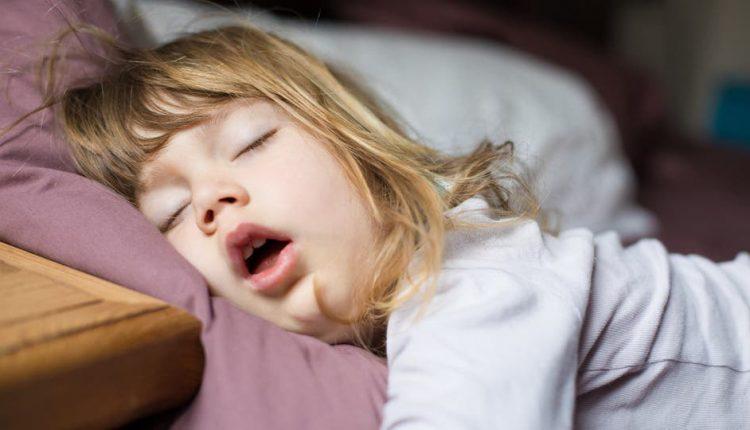 انتبه إلى شخير الأطفال .. ينذر بمشاكل صحية يجب تلافيها