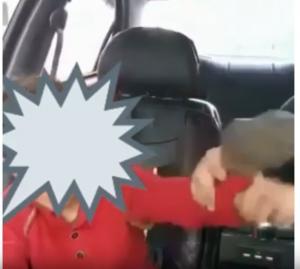 """فيديو صادم .. """"خال"""" بلا رحمة يعذب ابن شقيقته ويضربه بالحذاء على وجهه بعنف"""