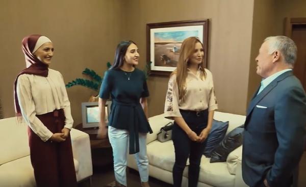 بالفيديو…الملك يلتقي طالبات من جامعتي الأردنية واليرموك
