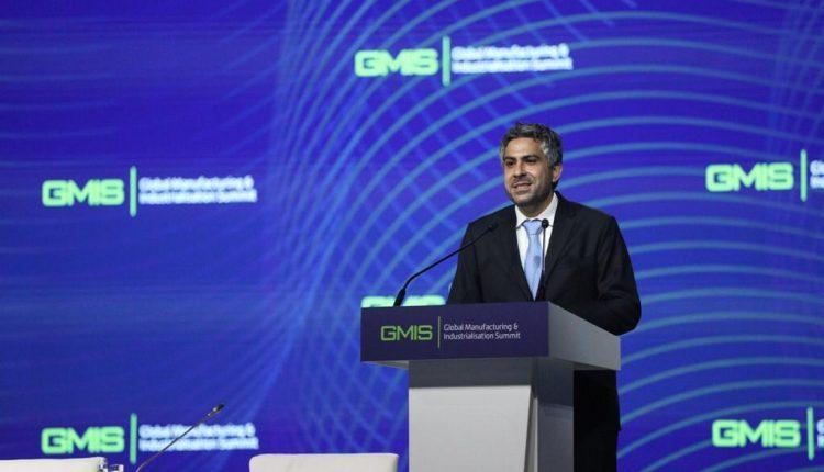 في كلمته في القمة، بدر سليم سلطان العلماء، رئيس اللجنة التنظيمية للقمة العالمية للصناعة والتصنيع، في حفل افتتاح الدورة الثانية من القمة في مدينة ايكاتيرنبيرغ