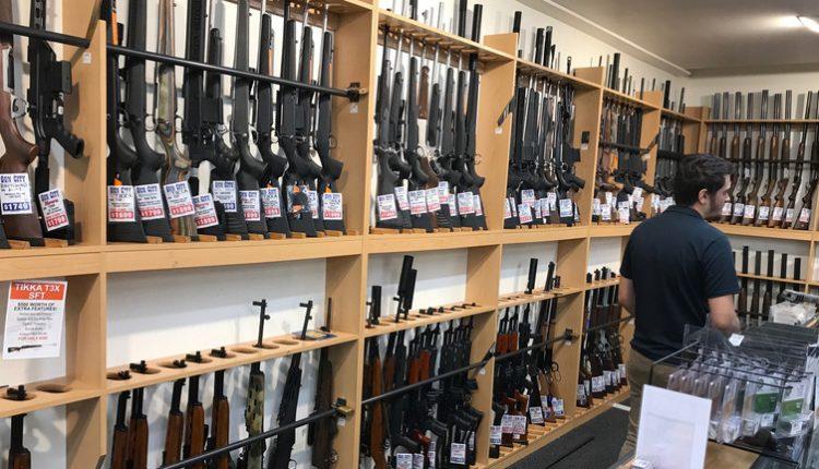 طريقة ذكية نيوزيلندا تشتري 10 آلاف قطعة سلاح من مواطنيها
