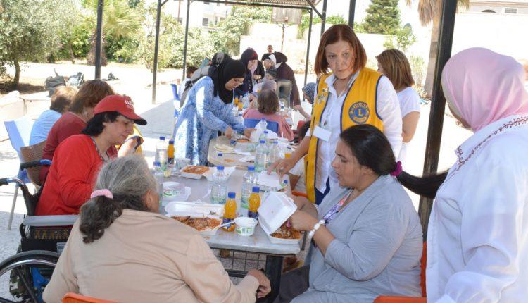 نادي ليونز عمان ايلا يزور دار الزهراء للمسنين