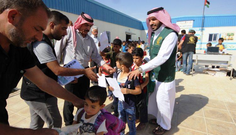 مركز الملك سلمان للاغاثة يستكمل توزيع اكثر من 15 الف حقيبة مدرسية في مخيم الزعتري