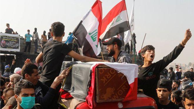 جمعة داميةبالعراق تخلف عشرات القتلى والجرحى