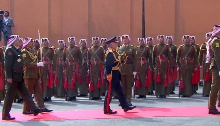 الملك يصل إلى مجلس الأمة لافتتاح الدورة العادية الرابعة لمجلس النواب الثامن عشر