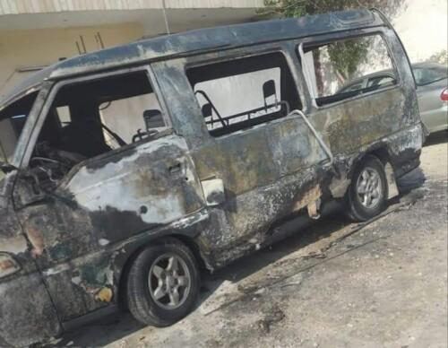 مجهولون يضرمون النار بمركبة في بلدة المنشية الأغوار الشمالية .صور