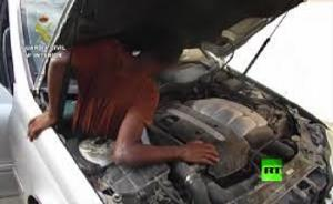 مغربيان يهربان مهاجرين داخل سيارة إلى أوروبا بطريقة جهنمية.فيديو