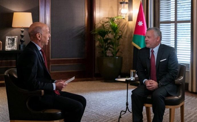 الملك يتوقع استئناف العلاقات الدبلوماسية مع سوريا.. ويؤكد أن الحوار مع إسرائيل متوقف