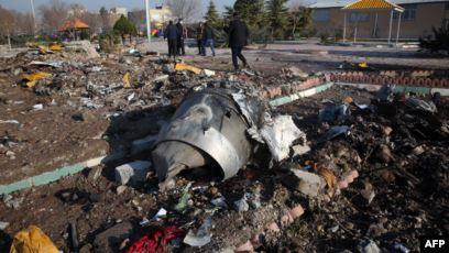 """بالفيديو .. الكشف عن سبب """"كارثة"""" الطائرة الأوكرانية .. فهل قتل صاروخ إيراني 176 شخصاً؟"""