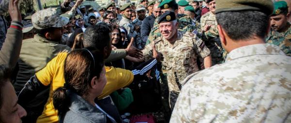 الملك يشارك رفقاء السلاح من المتقاعدين العسكريين والمحاربين القدامى الاحتفال بيوم الوفاء