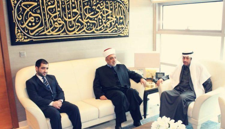 سفير المملكة لدى الأردن يستقبل وزير الاوقاف الأردني